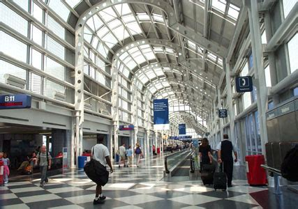 Steel Project Case Study Gallery: United Airlines Terminal
