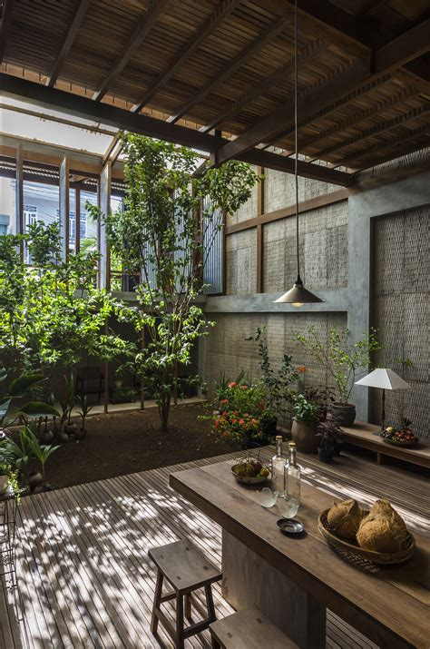 House in Chau Doc / NISHIZAWAARCHITECTS | ArchDaily