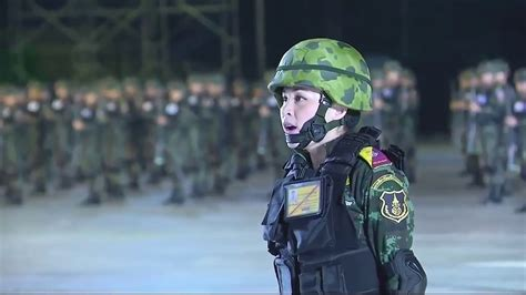 Thailand's New Military Salute - YouTube