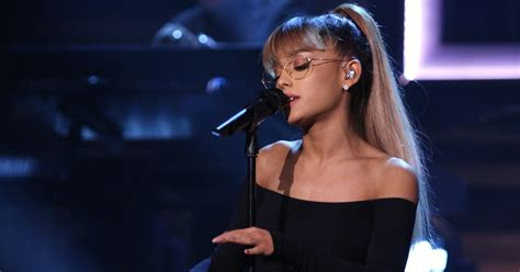 """Ariana Grande Performs """"Jason's Song (Gave It Away)"""" on"""